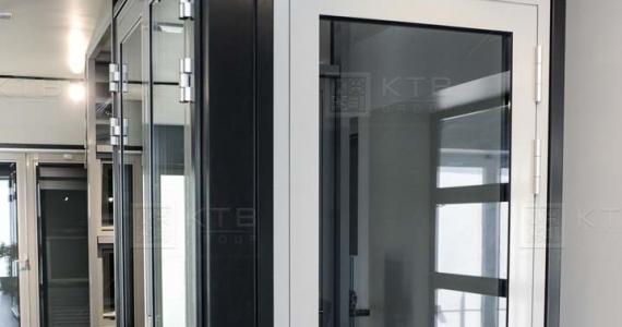 Дизайн дверей з пальчиковими петлями Dr. Hann