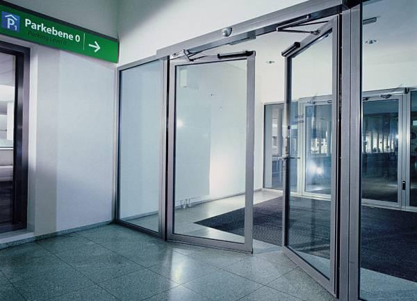 Розпашні двері